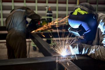 Baugruppenfertigung Shutterstock 265178561